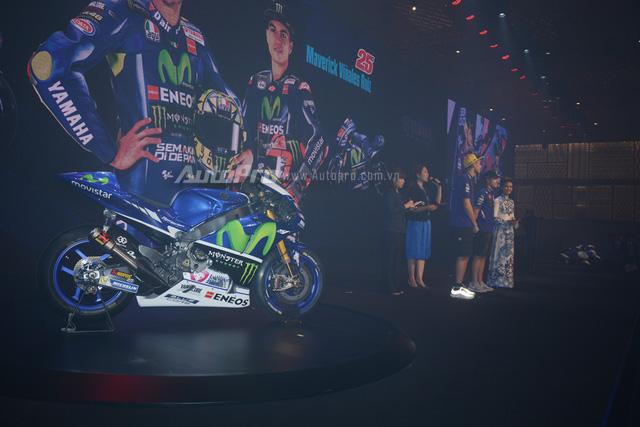 Lần đầu đến Việt Nam, Valentino Rossi thích thú với nhiều xe máy lưu thông trên đường - Ảnh 9.