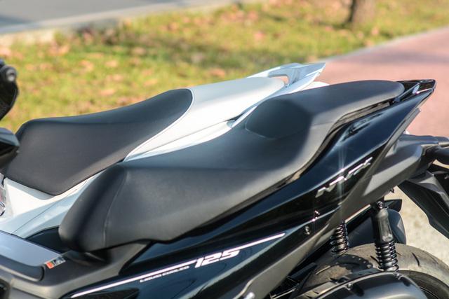 So sánh Yamaha NVX 125 và Honda Air Blade 125 - Ảnh 4.
