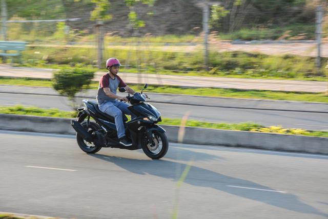 Đánh giá xe tay ga Yamaha NVX 125 - Trẻ và hiện đại - Ảnh 7.