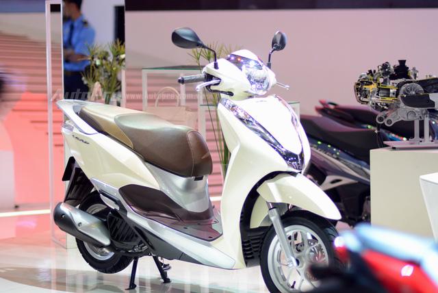 Loạt xe máy đình đám tại triển lãm VMCS 2017 - Ảnh 1.