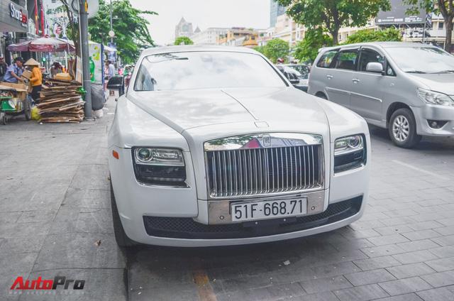 Rolls-Royce Ghost của đại gia Đà Lạt trên phố Sài thành - Ảnh 3.