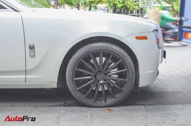 Rolls-Royce Ghost của đại gia Đà Lạt trên phố Sài thành - Ảnh 5.