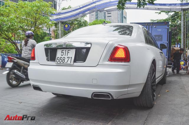 Rolls-Royce Ghost của đại gia Đà Lạt trên phố Sài thành - Ảnh 7.