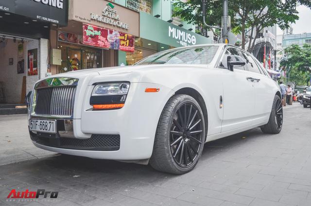 Rolls-Royce Ghost của đại gia Đà Lạt trên phố Sài thành - Ảnh 4.