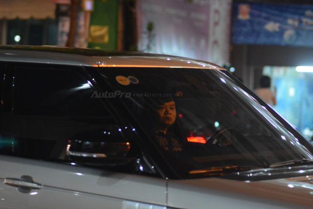 Vợ chồng Hà Tăng đến dự tiệc cưới Hoa hậu Thu Thảo trên Range Rover Autobiography 8 tỷ Đồng - Ảnh 5.