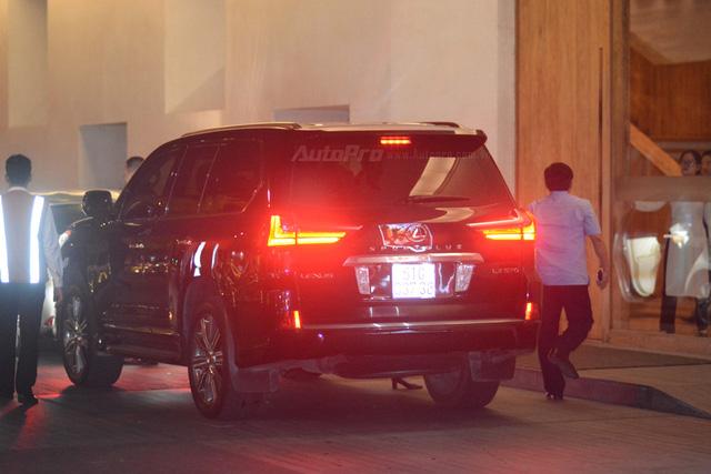 Vợ chồng Hà Tăng đến dự tiệc cưới Hoa hậu Thu Thảo trên Range Rover Autobiography 8 tỷ Đồng - Ảnh 13.