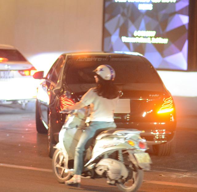 Dàn xe siêu sang Mercedes-Maybach S600 tháp tùng đại gia đến dự đám cưới Hoa hậu Việt Nam 2012 - Ảnh 9.