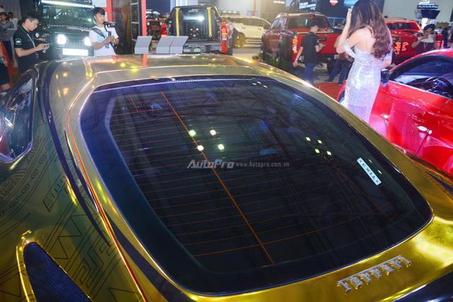Ferrari F12 Berlinetta từng của Cường Đô-la được hóa thành ngựa vàng trưng bày tại VIMS 2017 - Ảnh 12.