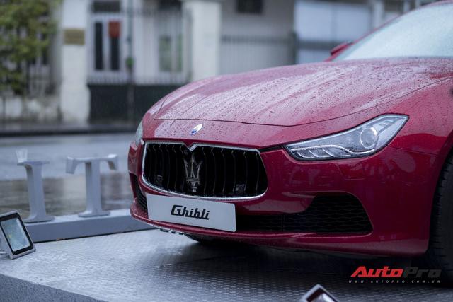 Xe sang Maserati Ghibli tắm mưa tại Hà Nội - Ảnh 5.