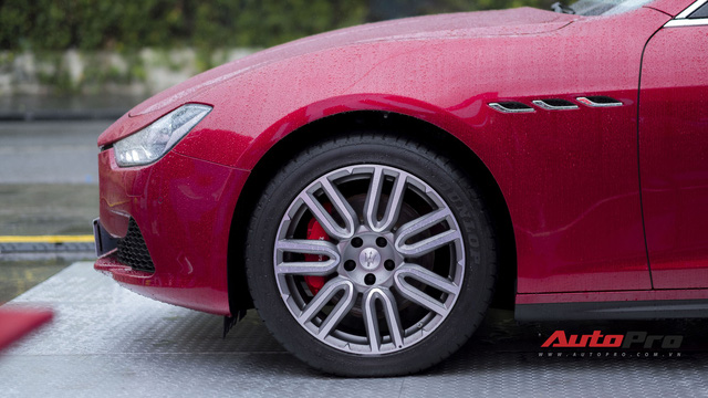 Xe sang Maserati Ghibli tắm mưa tại Hà Nội - Ảnh 9.