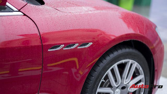 Xe sang Maserati Ghibli tắm mưa tại Hà Nội - Ảnh 8.