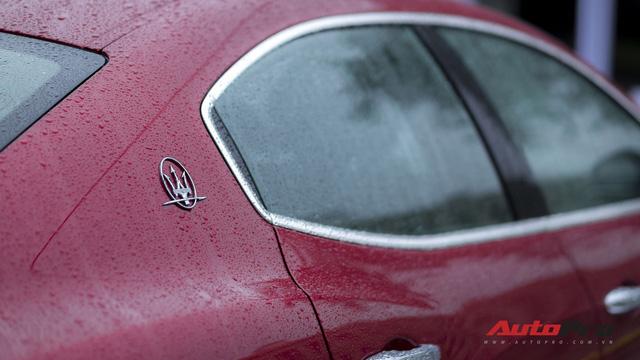 Xe sang Maserati Ghibli tắm mưa tại Hà Nội - Ảnh 7.