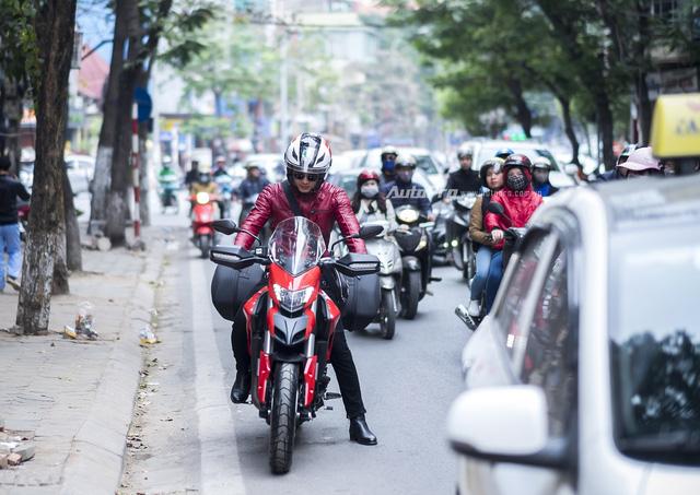 Diễn viên Hồng Đăng sắm Ducati Hyperstrada 939 chơi Tết - Ảnh 4.