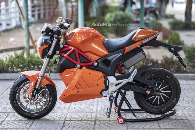 Cận cảnh xe điện mang kiểu dáng Ducati Monster, giá 25 triệu Đồng tại Hà Nội - Ảnh 1.