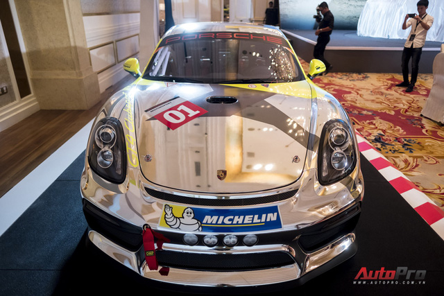 Chi tiết xe đua thể thao Porsche Cayman GT4 ClubSport vừa được giới thiệu tại Việt Nam - Ảnh 1.