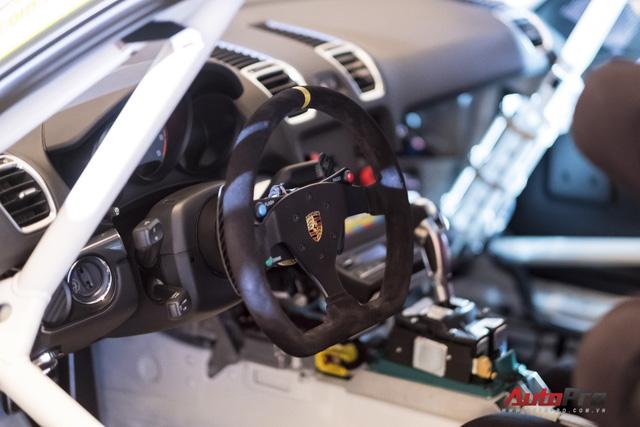 Chi tiết xe đua thể thao Porsche Cayman GT4 ClubSport vừa được giới thiệu tại Việt Nam - Ảnh 8.