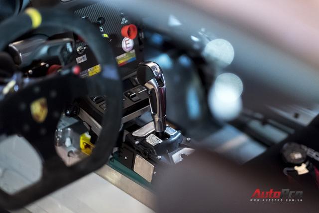 Chi tiết xe đua thể thao Porsche Cayman GT4 ClubSport vừa được giới thiệu tại Việt Nam - Ảnh 9.