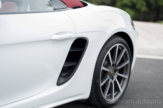Cận cảnh Porsche 718 Boxster giá 4,5 tỉ đồng tại Việt Nam - Ảnh 7.