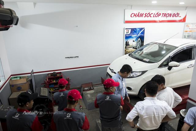 Bridgestone đưa Lăn bánh an toàn 2017 tới khách hàng Hà Nội - Ảnh 2.