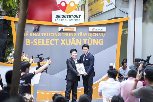 Bridgestone đưa Lăn bánh an toàn 2017 tới khách hàng Hà Nội - Ảnh 1.