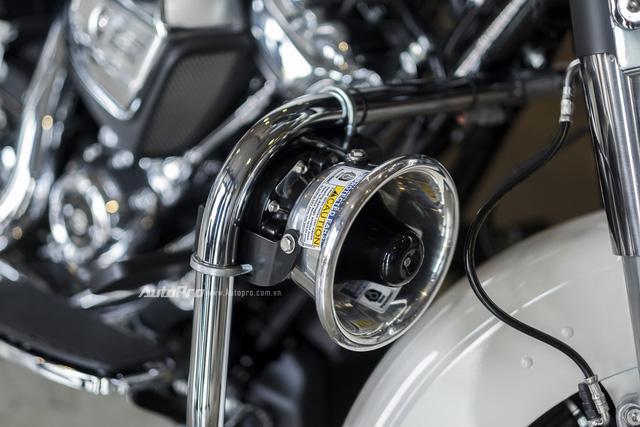 Harley-Davidson Police Electra Glide 2017 đầu tiên về Việt Nam với giá hơn 1 tỉ Đồng - Ảnh 5.