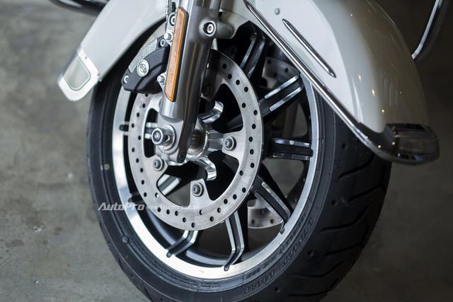 Harley-Davidson Police Electra Glide 2017 đầu tiên về Việt Nam với giá hơn 1 tỉ Đồng - Ảnh 11.