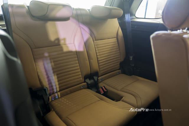Land Rover Discovery thế hệ thứ 5 vừa ra mắt tại Việt Nam, giá từ 3.9 tỷ đồng