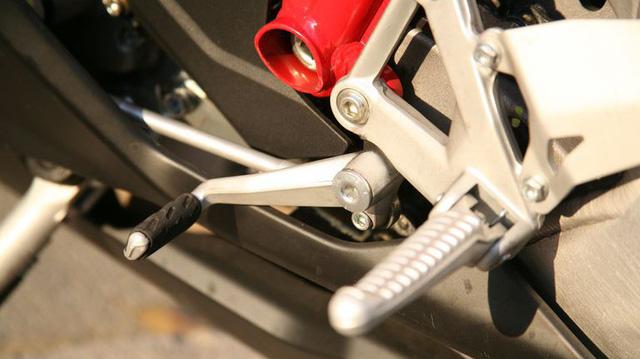 Tại sao trên xe côn tay, số N lại nằm giữa số 1 và 2