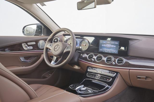 Mercedes-Benz ra mắt E300 AMG lắp trong nước, rẻ hơn bản nhập 370 triệu Đồng - Ảnh 6.