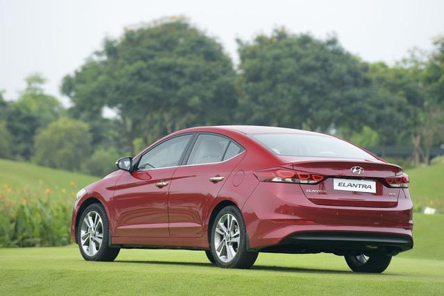 Đấu sedan C rẻ nhất Việt Nam, Hyundai Elantra giảm giá 80 triệu đồng - Ảnh 2.