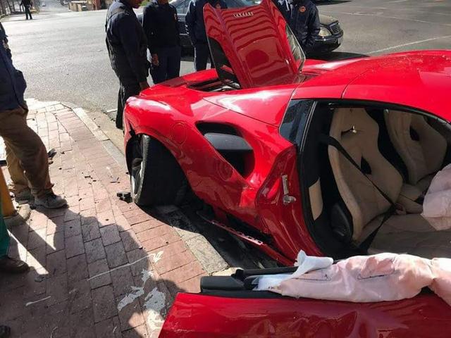 Ferrari 488 mui trần nát đầu sau tai nạn với Mazda CX-3 - Ảnh 4.