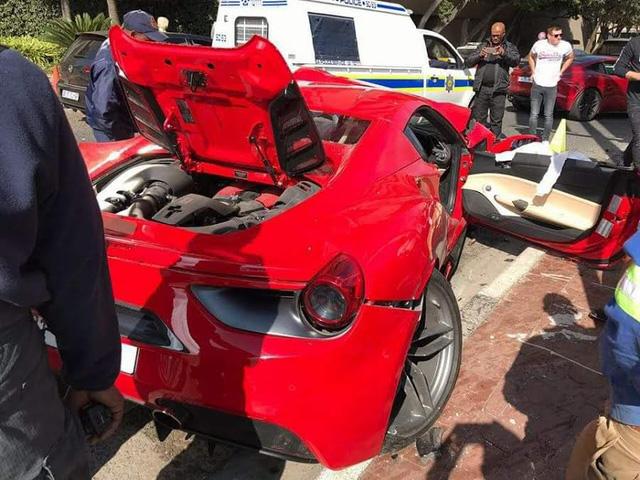 Ferrari 488 mui trần nát đầu sau tai nạn với Mazda CX-3 - Ảnh 3.