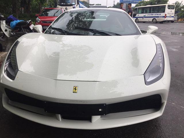 Siêu xe Ferrari 488 Spider thứ 2 ra biển số tại Việt Nam - Ảnh 1.