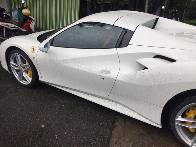 Siêu xe Ferrari 488 Spider thứ 2 ra biển số tại Việt Nam - Ảnh 3.