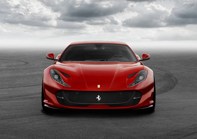 Lamborghini Aventador S gọi, Ferrari 812 Superfast trả lời - Ảnh 1.