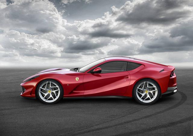 Lamborghini Aventador S gọi, Ferrari 812 Superfast trả lời - Ảnh 2.
