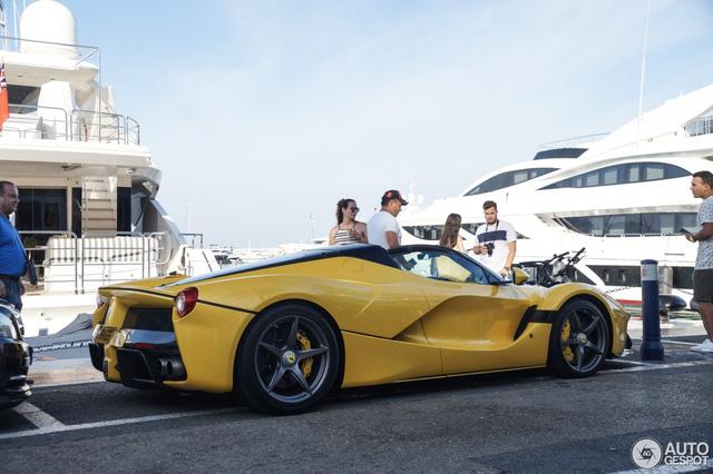 Xuống phố cùng Ferrari LaFerrari mui trần màu vàng rực 45 tỷ Đồng - Ảnh 8.