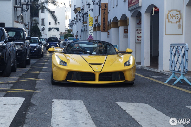 Xuống phố cùng Ferrari LaFerrari mui trần màu vàng rực 45 tỷ Đồng - Ảnh 6.