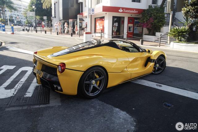 Xuống phố cùng Ferrari LaFerrari mui trần màu vàng rực 45 tỷ Đồng - Ảnh 5.