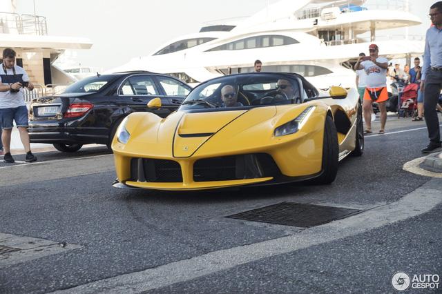 Xuống phố cùng Ferrari LaFerrari mui trần màu vàng rực 45 tỷ Đồng - Ảnh 3.