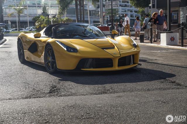 Xuống phố cùng Ferrari LaFerrari mui trần màu vàng rực 45 tỷ Đồng - Ảnh 4.