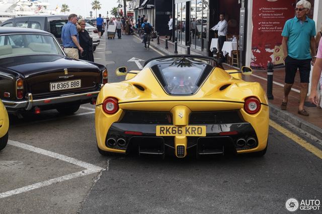 Xuống phố cùng Ferrari LaFerrari mui trần màu vàng rực 45 tỷ Đồng - Ảnh 7.