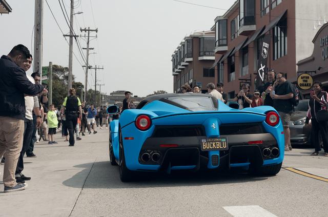 Gặp gỡ Ferrari LaFerrari màu xanh Lemans nổi bần bật trên phố - Ảnh 7.