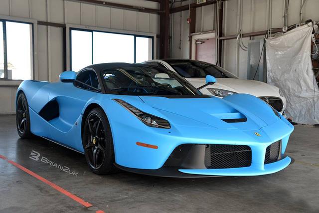 Gặp gỡ Ferrari LaFerrari màu xanh Lemans nổi bần bật trên phố - Ảnh 6.