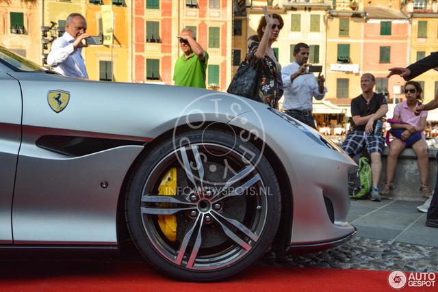 Siêu xe mui trần Ferrari Portofino được giới thiệu riêng cho các khách hàng VIP - Ảnh 9.