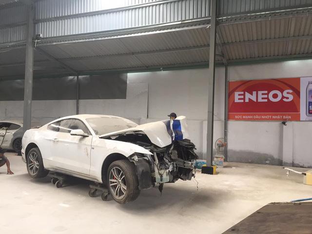 Sau tai nạn nghiêm trọng tại Huế, chiếc Ford Mustang làm bạn với bụi tại garage Sài thành - Ảnh 3.