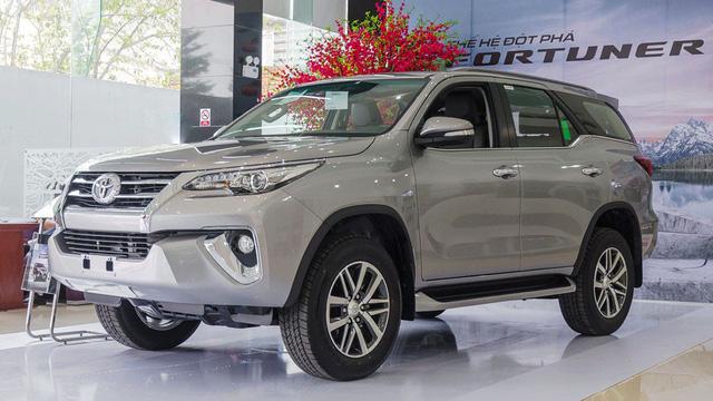Vướng Nghị định 116, xe đắt khách Toyota Fortuner cũng khan hàng