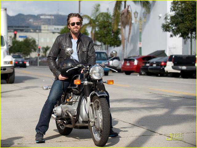 Tài tử phim Siêu bão địa cầu Gerard Butler nhập viện vì tai nạn mô tô - Ảnh 1.