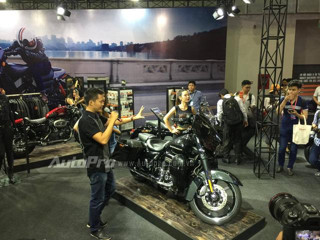 TRỰC TIẾP: Harley-Davidson mang hàng khủng Street Rod 2017 và Street Glide tới VMCS 2017 - Ảnh 3.