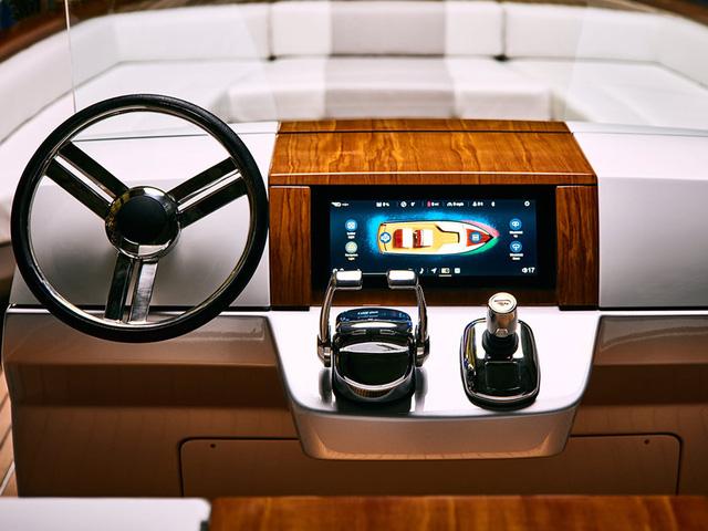 Du thuyền hạng sang của Canada sử dụng pin của BMW để vận hành - Ảnh 2.